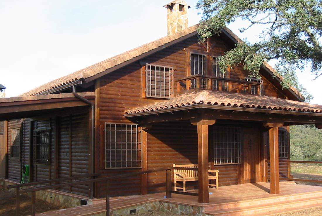 Casas de madera maciza impregnaciones y montajes s l for Tejado madera maciza